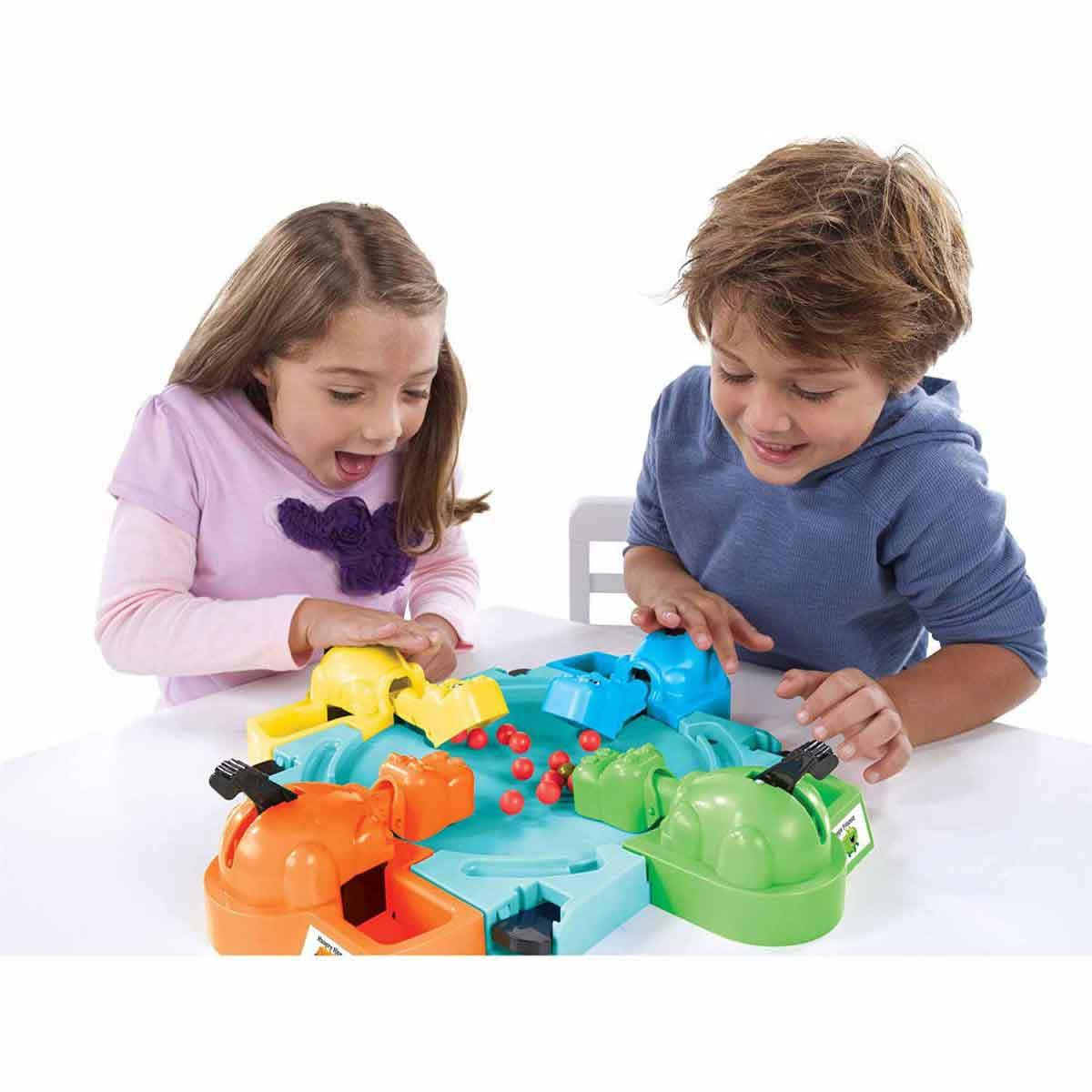 Lačni povodni konji družabna igra